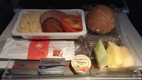 飞机上的餐食也是种类繁多